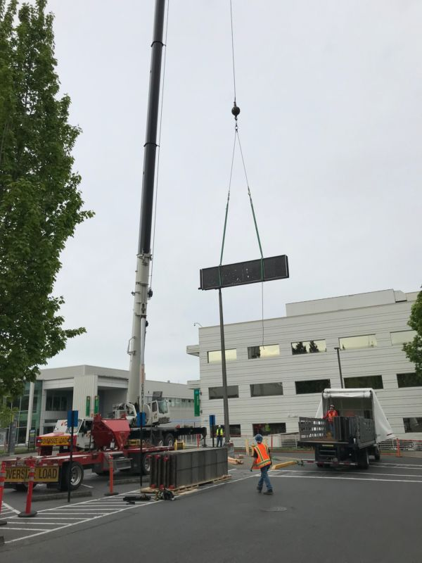 Kaiser AHU in Oregon with crane out front, lowering equipment
