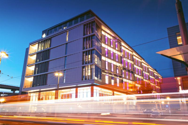 OHSU Knight Cancer Institute building
