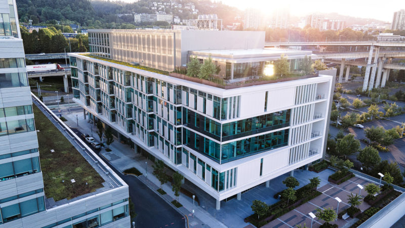 OHSU Knight Cancer Institute building